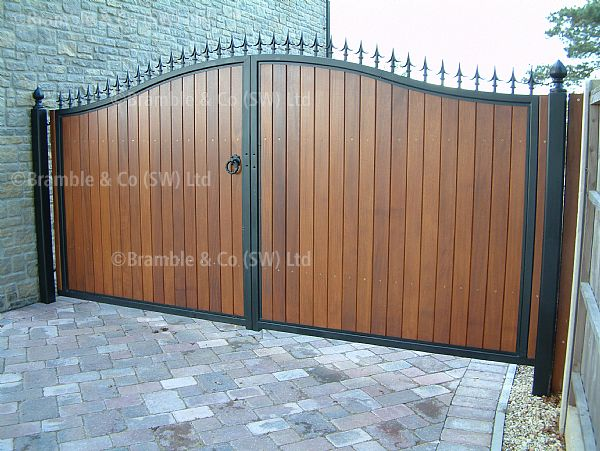 METAL / WOODEN GATES