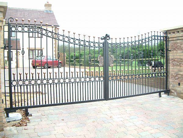 Sweeping Down Gates,Taunton, Somerset